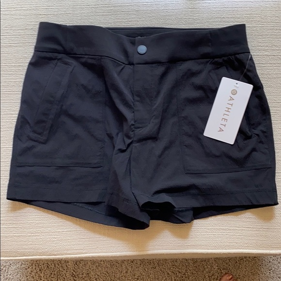 Athleta Pants - NWT Athleta Trekkie Shorts 🖤